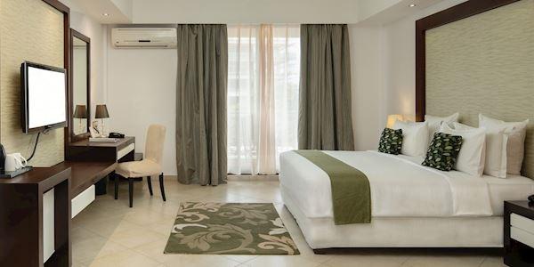 Peninsula Hotel Deluxe King at Tanzania